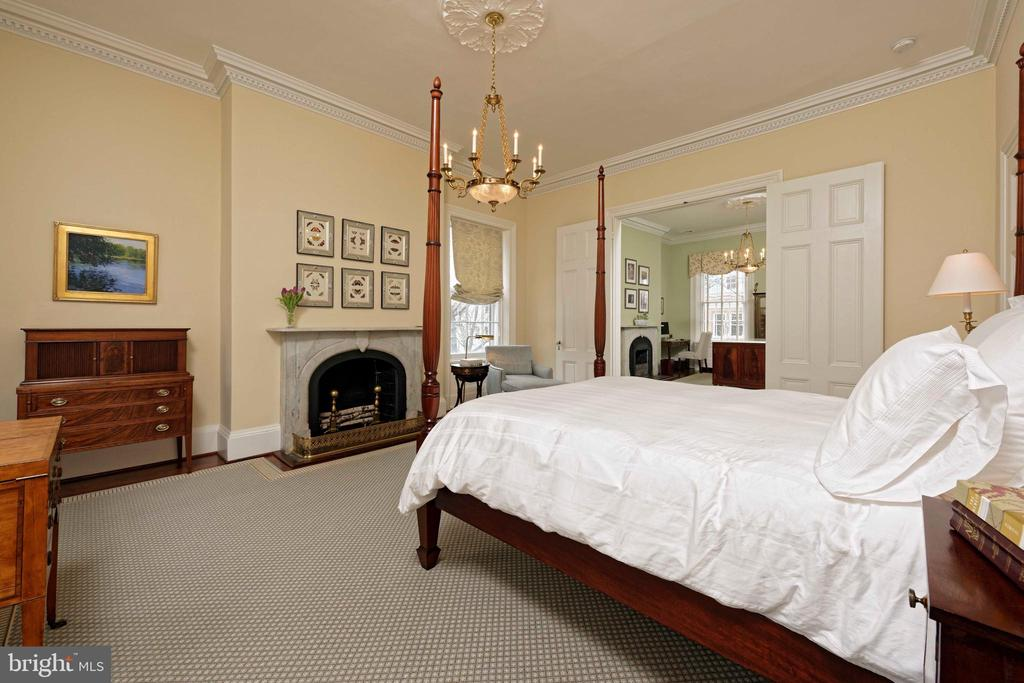 This master suite offers two gracious rooms - 209 S SAINT ASAPH ST, ALEXANDRIA