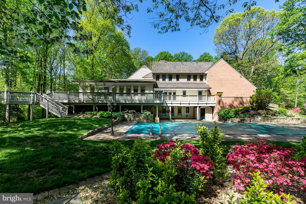 - 10201 COUNTRY VIEW CT, VIENNA