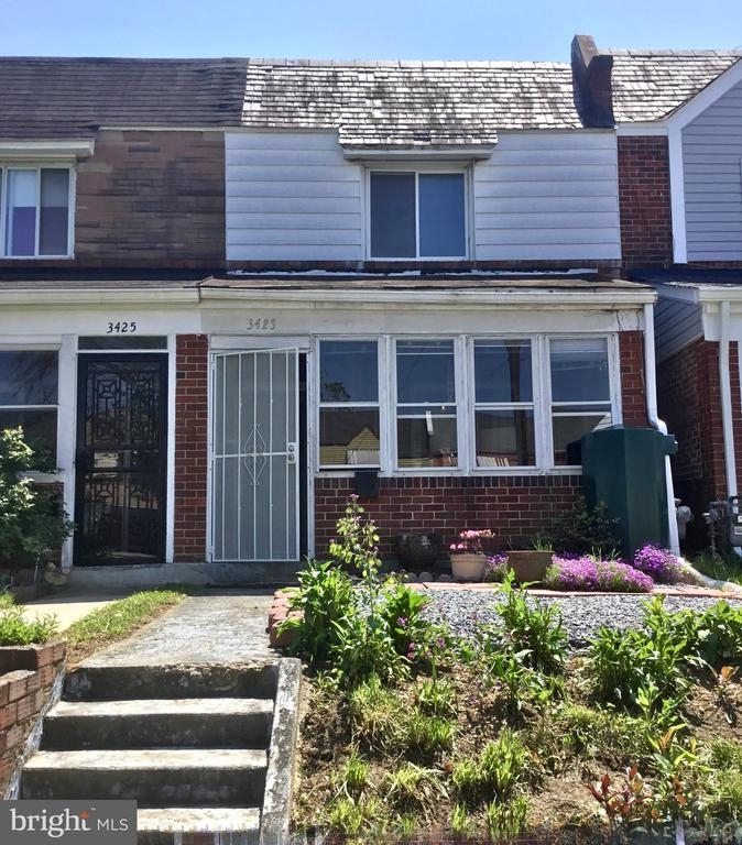 Great opportunity to update and make it your own - 3423 BAKER ST NE, WASHINGTON