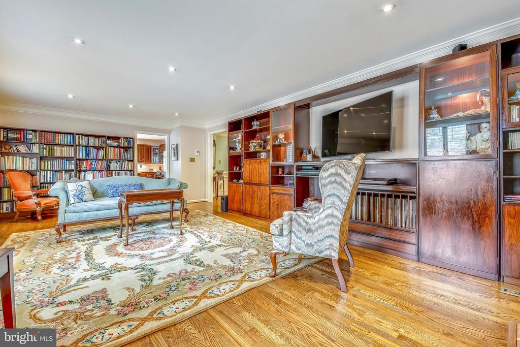 Family Room with walk-out to the rear deck - 1410 WOODSIDE PKWY, SILVER SPRING