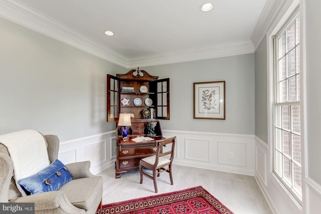 Main Level Study/Library - 11696 CARSON OVERLOOK CT, HERNDON