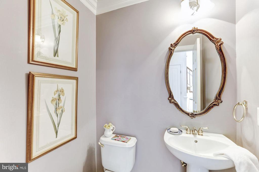 Main Level Powder Room - 11696 CARSON OVERLOOK CT, HERNDON