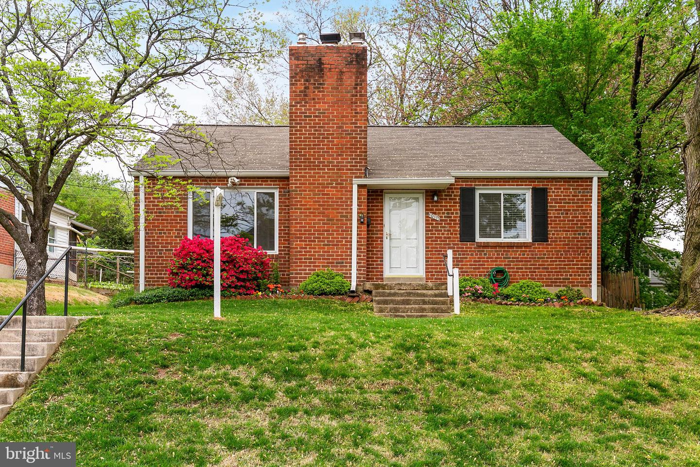 Single Family for Sale at 10111 Crestwood Rd Kensington, Maryland 20895 United States
