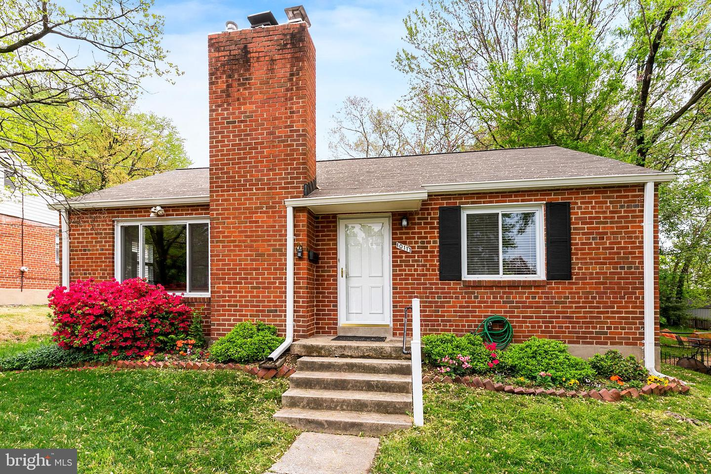 Additional photo for property listing at 10111 Crestwood Rd Kensington, Maryland 20895 United States