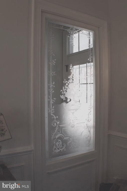 ETCHED FRENCH POCKET DOOR OVER 100 YEARS OLD - 20970 STEPTOE HILL RD, MIDDLEBURG