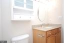 Bathroom is spacious and updated - 3176 SUMMIT SQUARE DR #4-B7, OAKTON