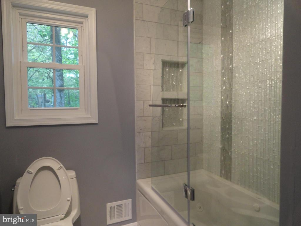 Full bath - 5606 TILIA CT, BURKE