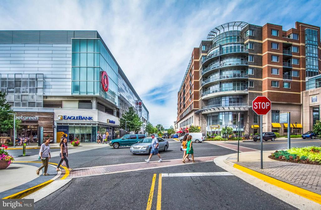 Minutes to Merrifield Town Center - 7360 LEE HWY #101, FALLS CHURCH
