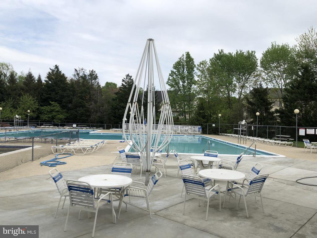 Picnic, sun bathe, swim and enjoy - 12904 CHALKSTONE CT, FAIRFAX