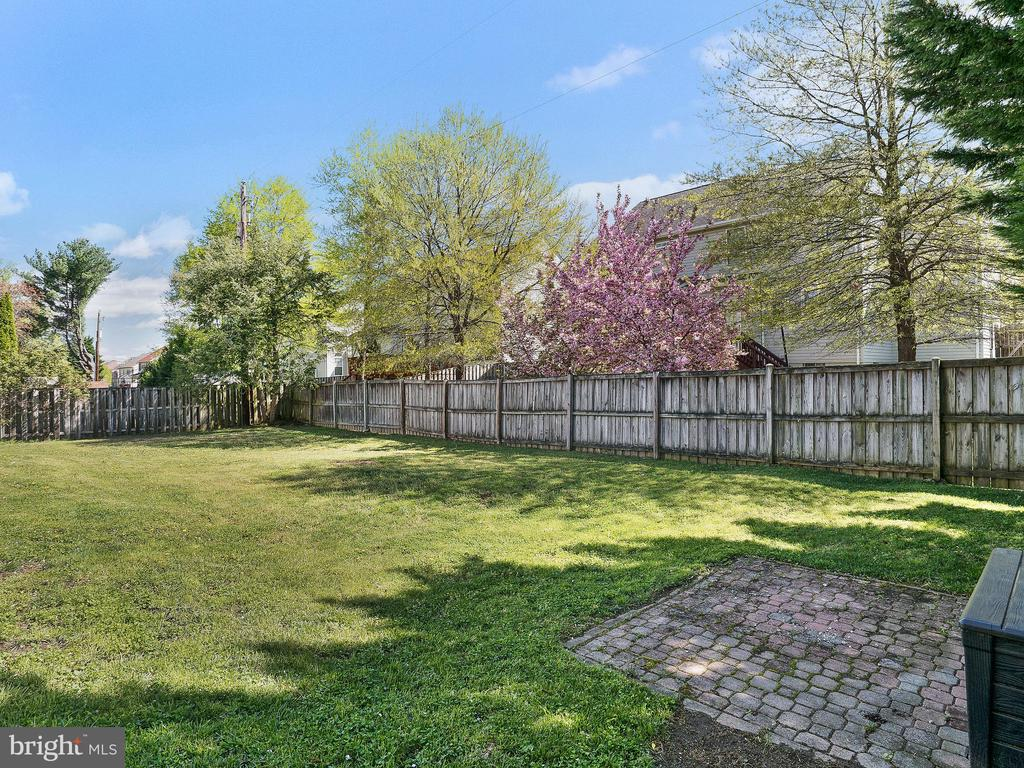 Large Fenced-In Back Yard - 6303 ZEKAN LN, SPRINGFIELD