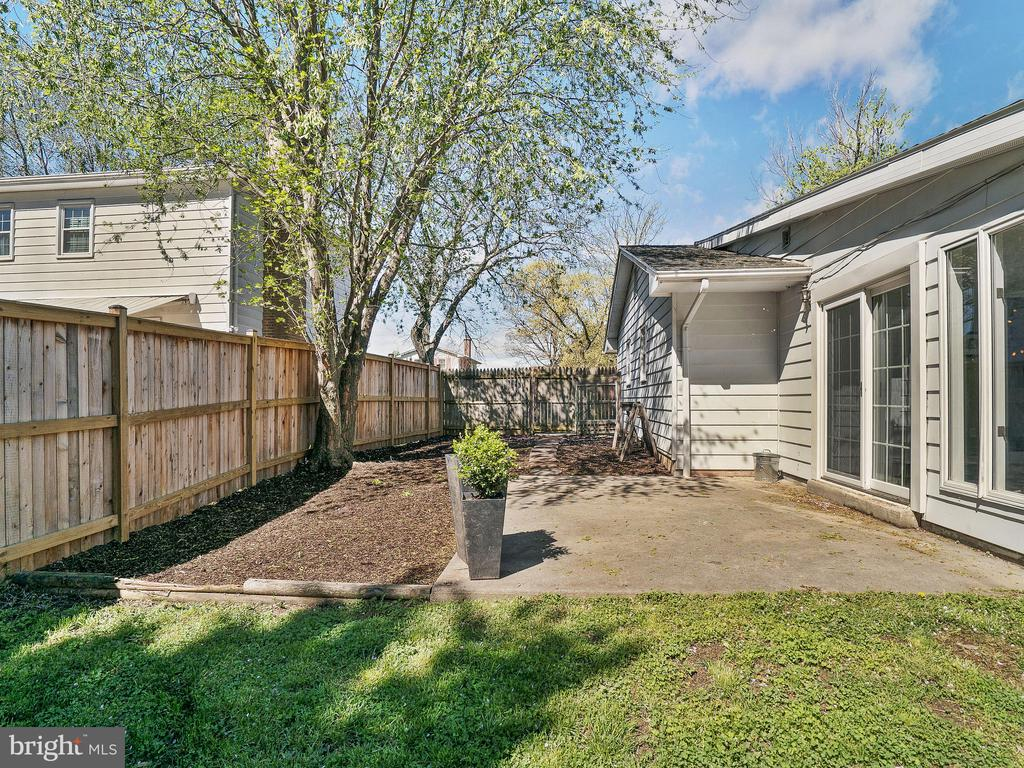 Large Side Yard With Patio - 6303 ZEKAN LN, SPRINGFIELD