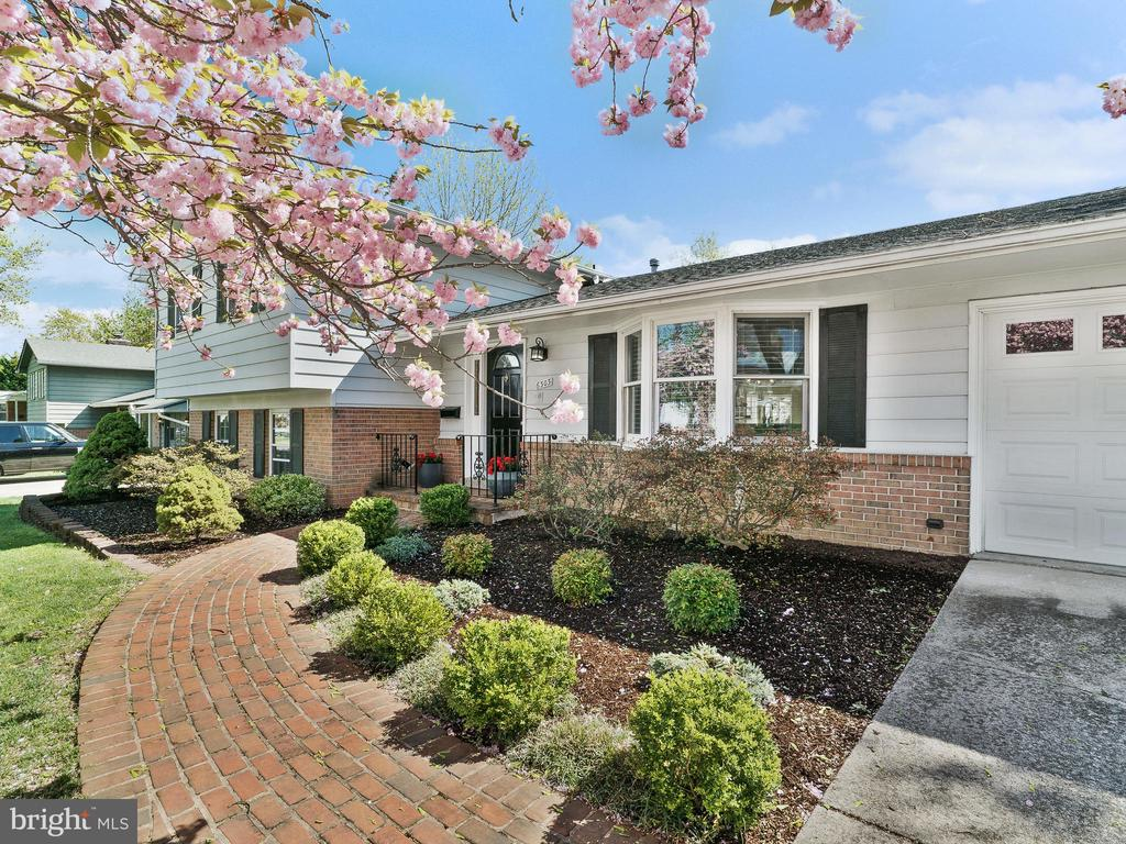 Beautifully Landscaped Front of Home - 6303 ZEKAN LN, SPRINGFIELD