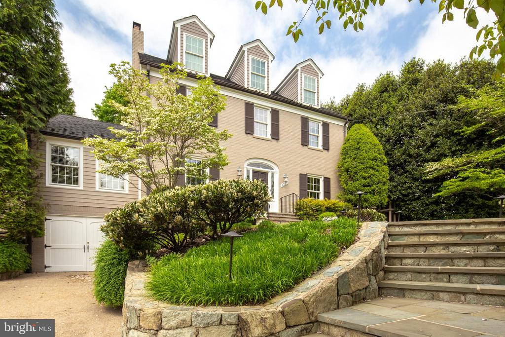 Extensive Hardscaping and Professional Landscaping - 3216 N ABINGDON ST, ARLINGTON