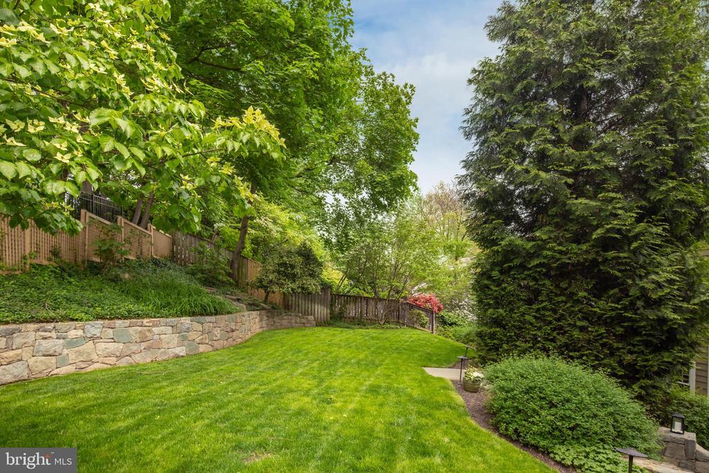 Flat level grassy yard! - 3216 N ABINGDON ST, ARLINGTON