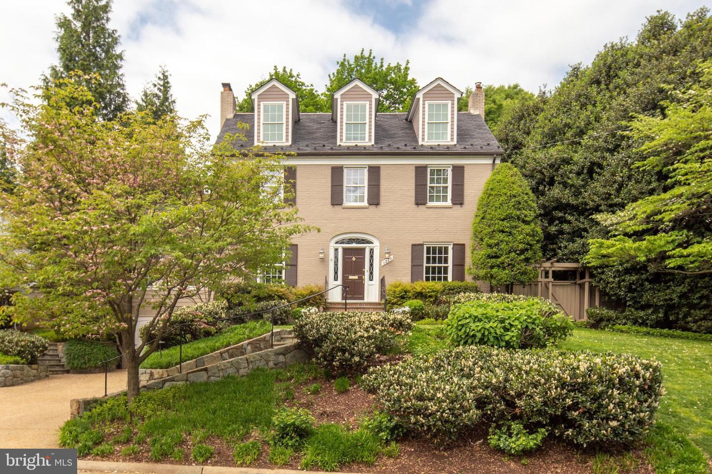 Single Family for Sale at 3216 N Abingdon St Arlington, Virginia 22207 United States