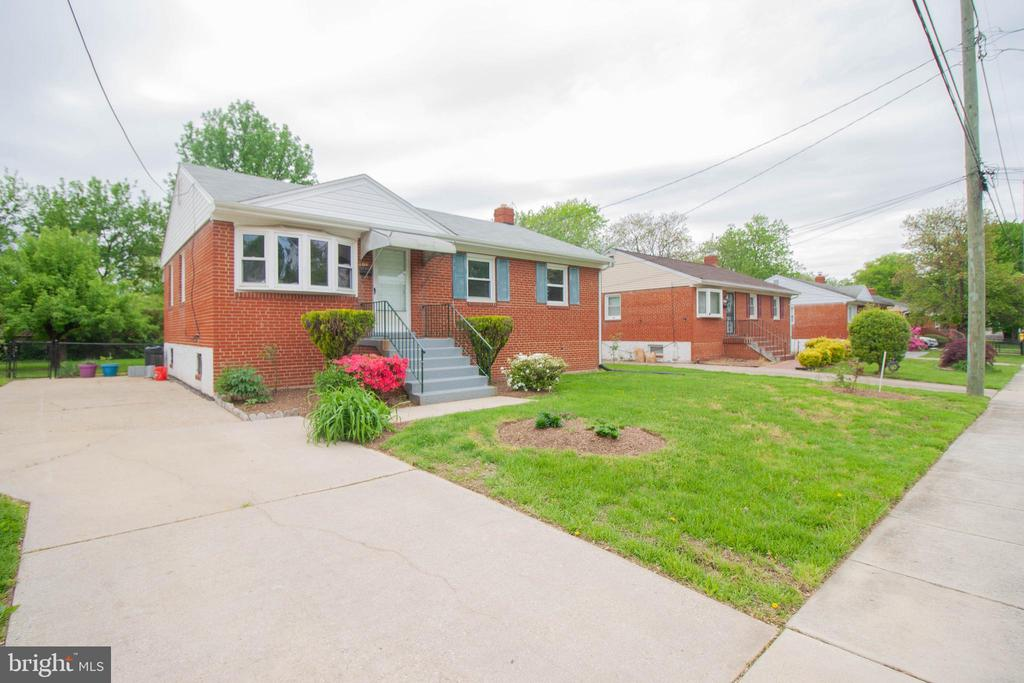 Exterior Front & Driveway - 114 68TH PL, CAPITOL HEIGHTS