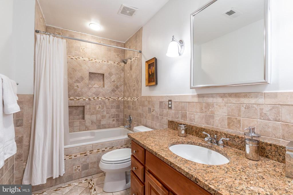 Hall Bath - 2369 S QUEEN ST, ARLINGTON