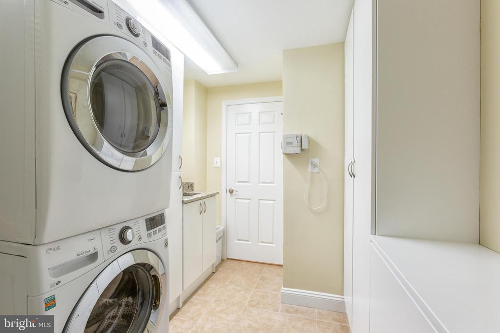 Separate Laundry Room - 2369 S QUEEN ST, ARLINGTON