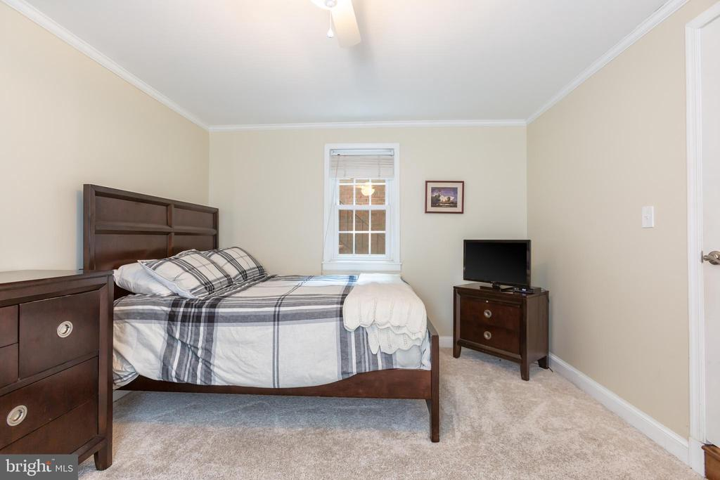 Entry Level Bedroom - 2369 S QUEEN ST, ARLINGTON
