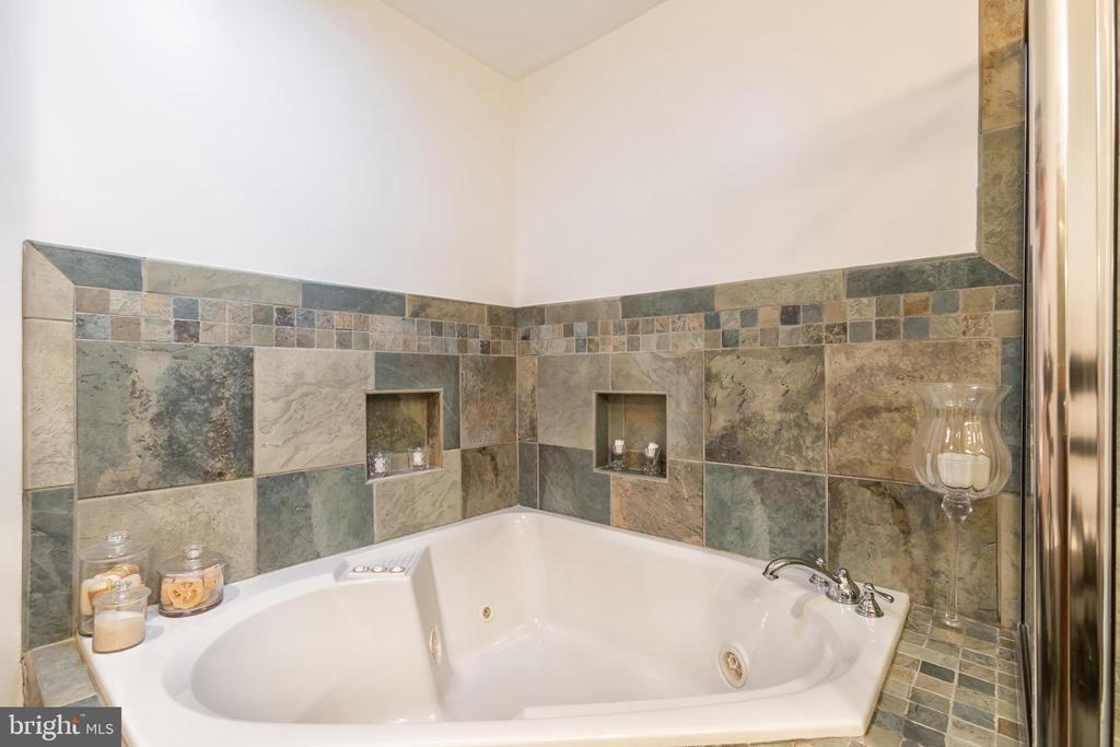 Master Bath - 2369 S QUEEN ST, ARLINGTON