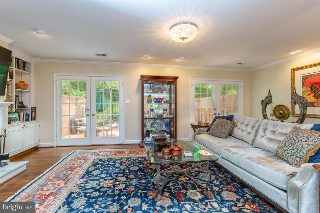 Living Room with two sets of French Doors - 2369 S QUEEN ST, ARLINGTON