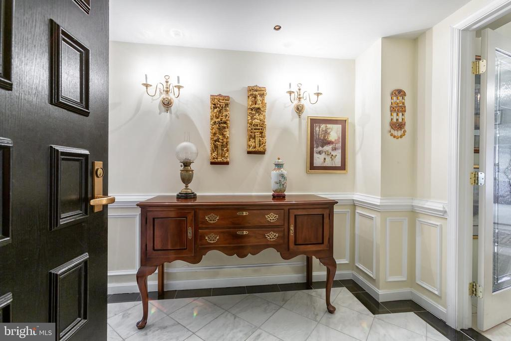 Welcoming foyer- unit connector - 1200 CRYSTAL DRIVE #1413-1414, ARLINGTON