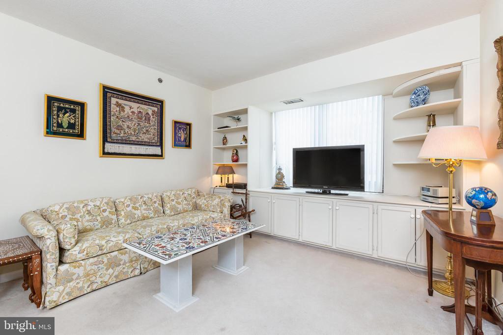 Family Room or Bedroom# 2 with built-in's - 1200 CRYSTAL DRIVE #1413-1414, ARLINGTON