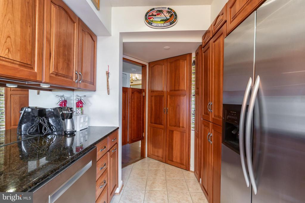 Centrally located Kitchen - 1200 CRYSTAL DRIVE #1413-1414, ARLINGTON