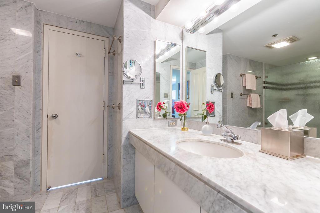 Marble Master Bath - 1200 CRYSTAL DRIVE #1413-1414, ARLINGTON