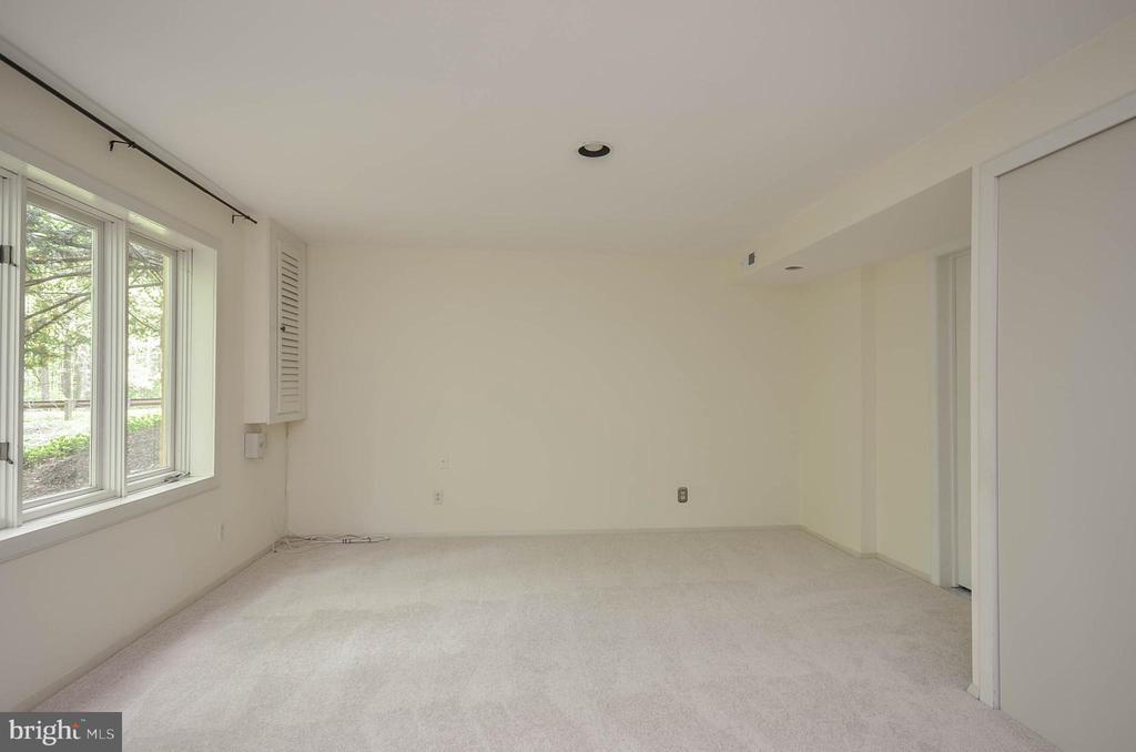 Basement bedroom - 1803 ABBEY GLEN CT, VIENNA