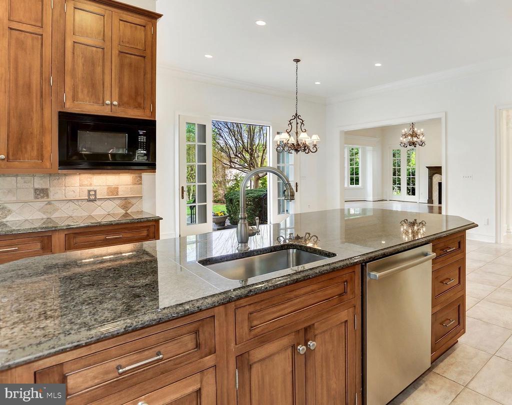 Gourmet Kitchen Details - 1179 ORLO DR, MCLEAN