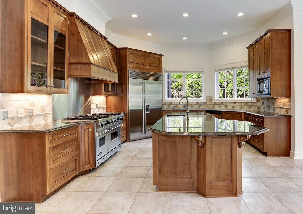 Gourmet Kitchen with Breakfast Bar Island - 1179 ORLO DR, MCLEAN