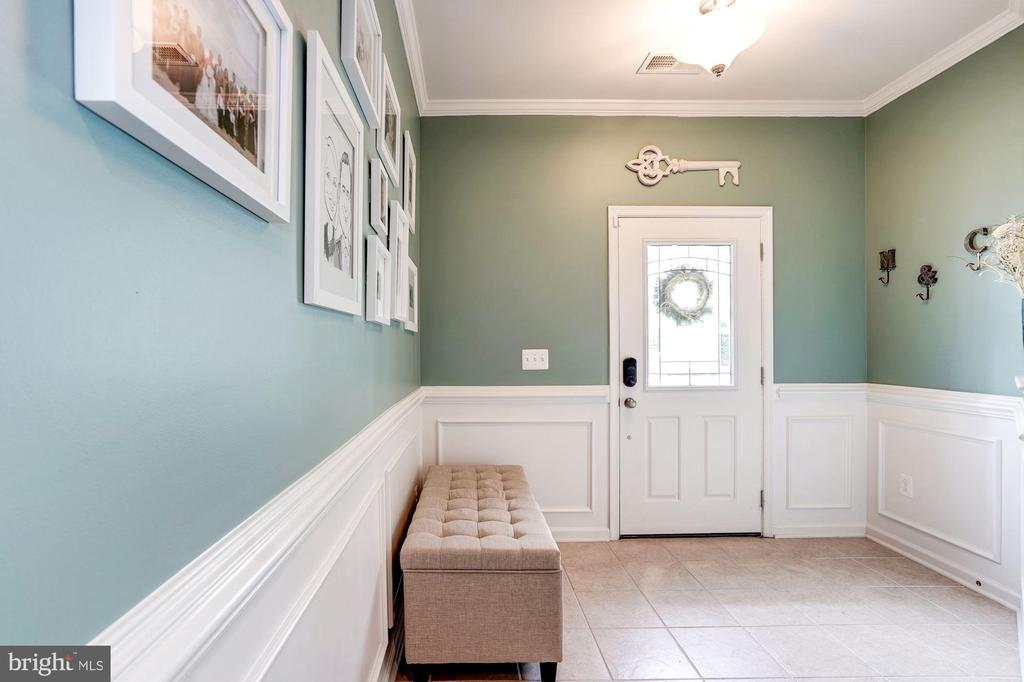 Lower Level Entry Foyer with Charming Wainscoting - 42412 BENFOLD SQ, ASHBURN