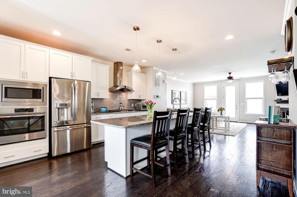 Gourmet Kitchen with Granite  & Stainless Steel - 42412 BENFOLD SQ, ASHBURN