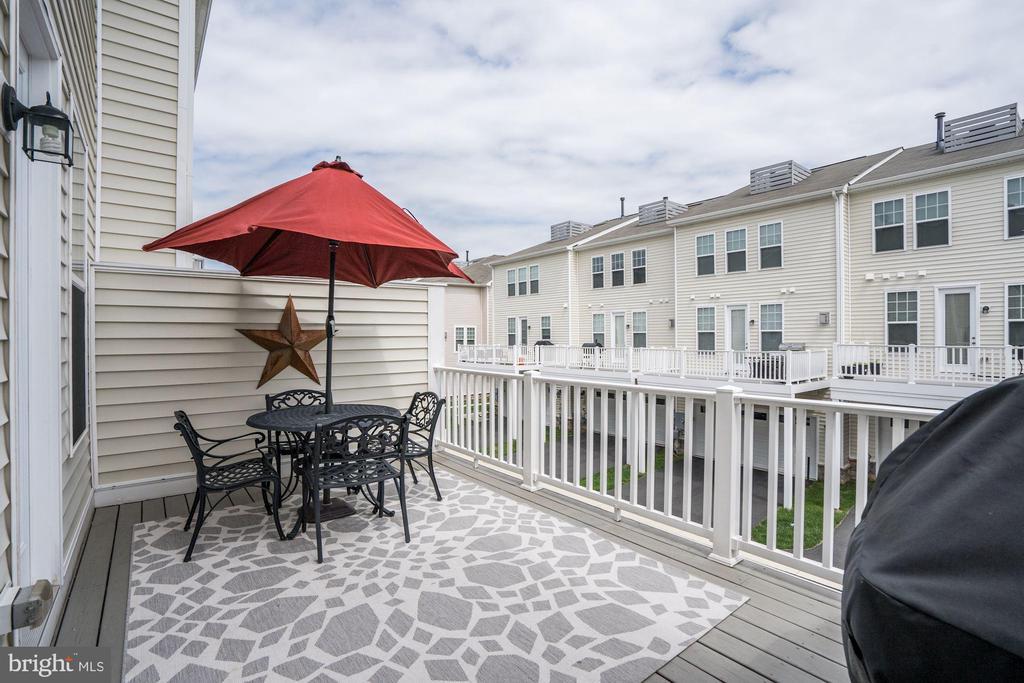 Delightful Deck for Enjoying Sunny Days - 42412 BENFOLD SQ, ASHBURN