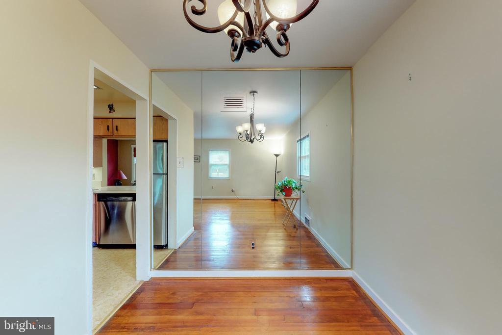 Hardwood Floors Continue into Dining Area - 3212 BURGUNDY RD, ALEXANDRIA