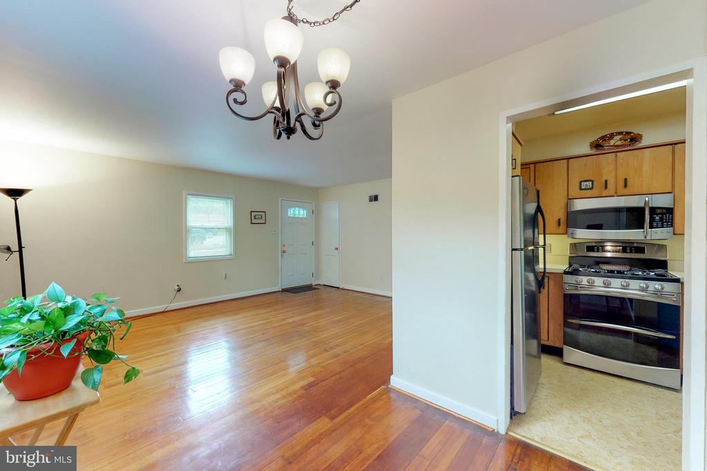 EZ Flow From Kitchen to Dining - 3212 BURGUNDY RD, ALEXANDRIA
