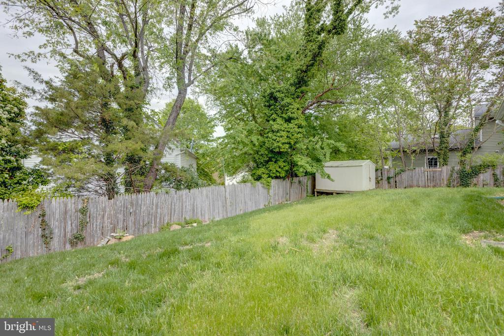 Right Rear Corner of Backyard - 3212 BURGUNDY RD, ALEXANDRIA