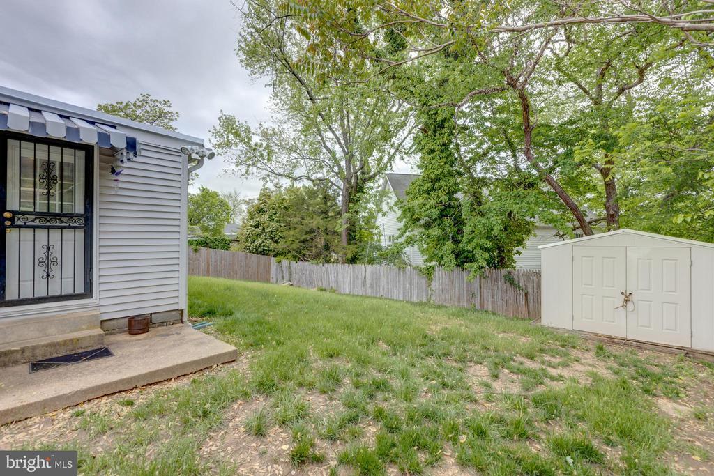 Side Door to Backyard - 3212 BURGUNDY RD, ALEXANDRIA