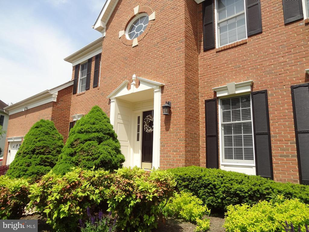 INSTANT APPEAL! - 13536 HEATHROW LN, CENTREVILLE