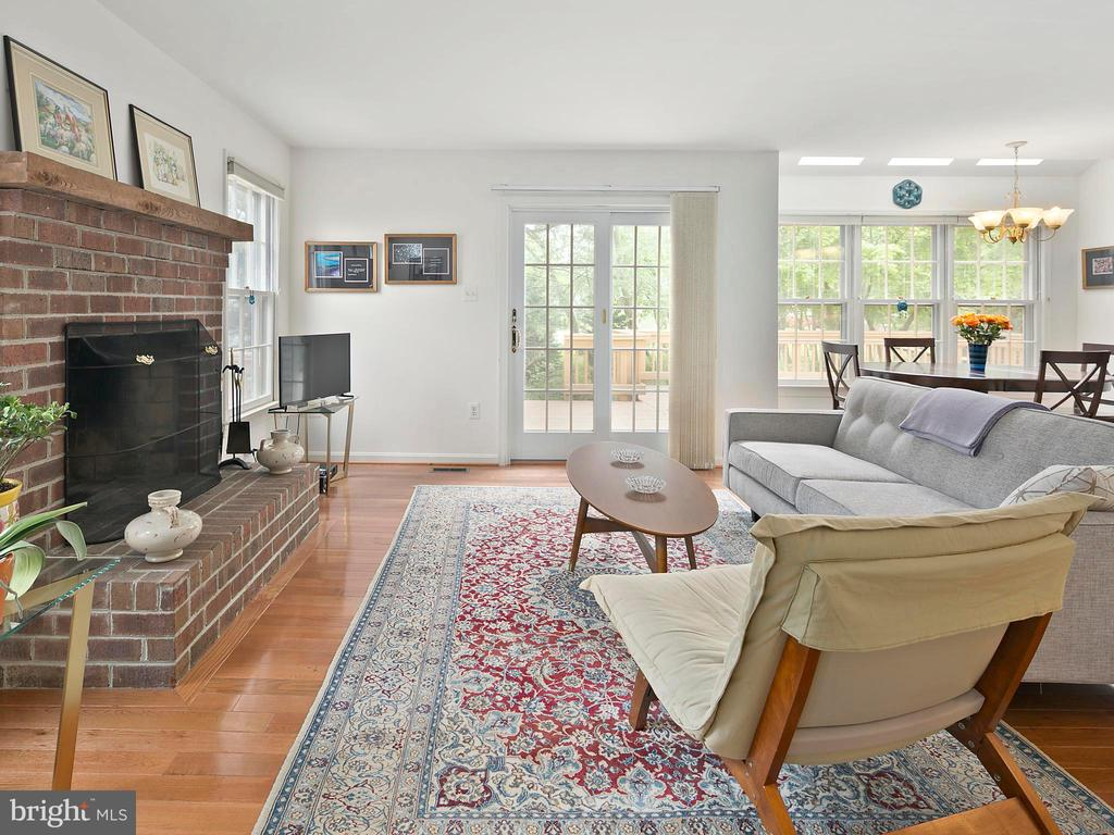 Family room, hardwood floors - 1232 BISHOPSGATE WAY, RESTON