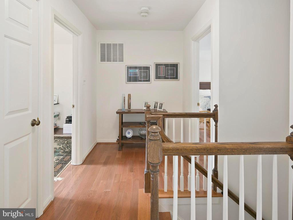 Upper level hallway - 1232 BISHOPSGATE WAY, RESTON