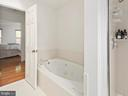 Master bathroom with jetted tub - 1232 BISHOPSGATE WAY, RESTON