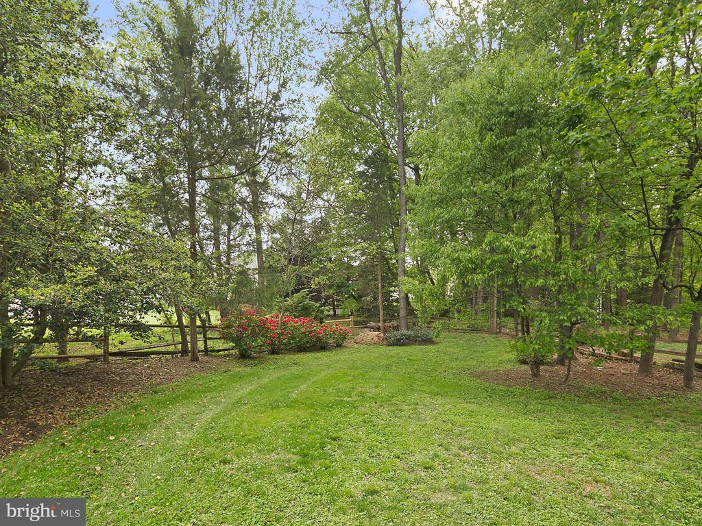 Beautifully landscaped yard - 1232 BISHOPSGATE WAY, RESTON