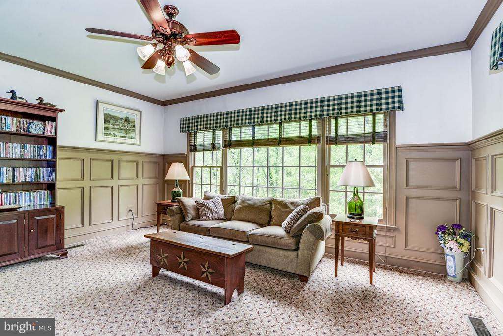 Cozy family room extension - 6412 NOBLE ROCK CT, CLIFTON