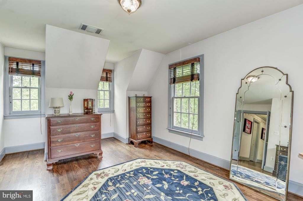 Spacious sitting room off master bedroom - 6412 NOBLE ROCK CT, CLIFTON