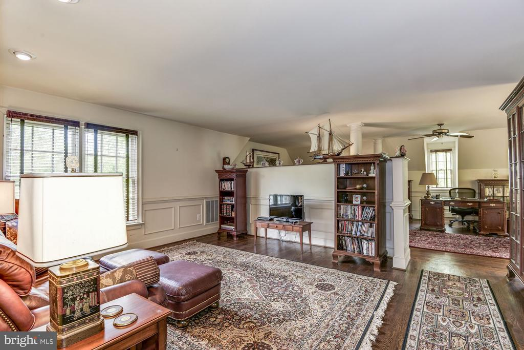 Huge suite has separated space for multi purposes - 6412 NOBLE ROCK CT, CLIFTON