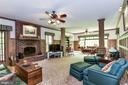 Huge family room with fireplace off kitchen - 6412 NOBLE ROCK CT, CLIFTON