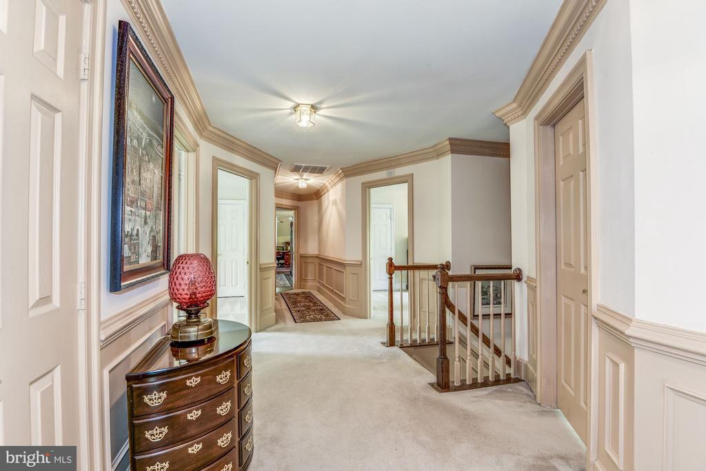 Upper level hallway - 6412 NOBLE ROCK CT, CLIFTON