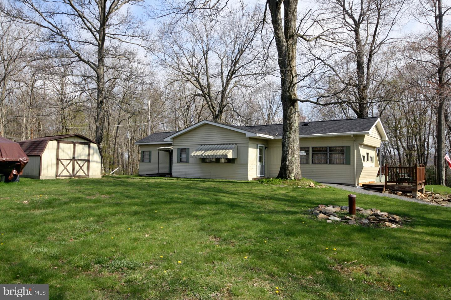 Single Family for Sale at 26 Silver Spur Rd Oakland, Maryland 21550 United States